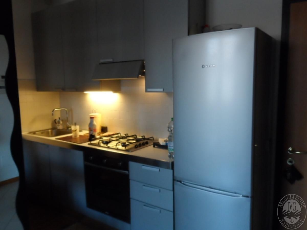 Lotto n.9) - Vendita in blocco di arredamento (cucina, soggiorno ...