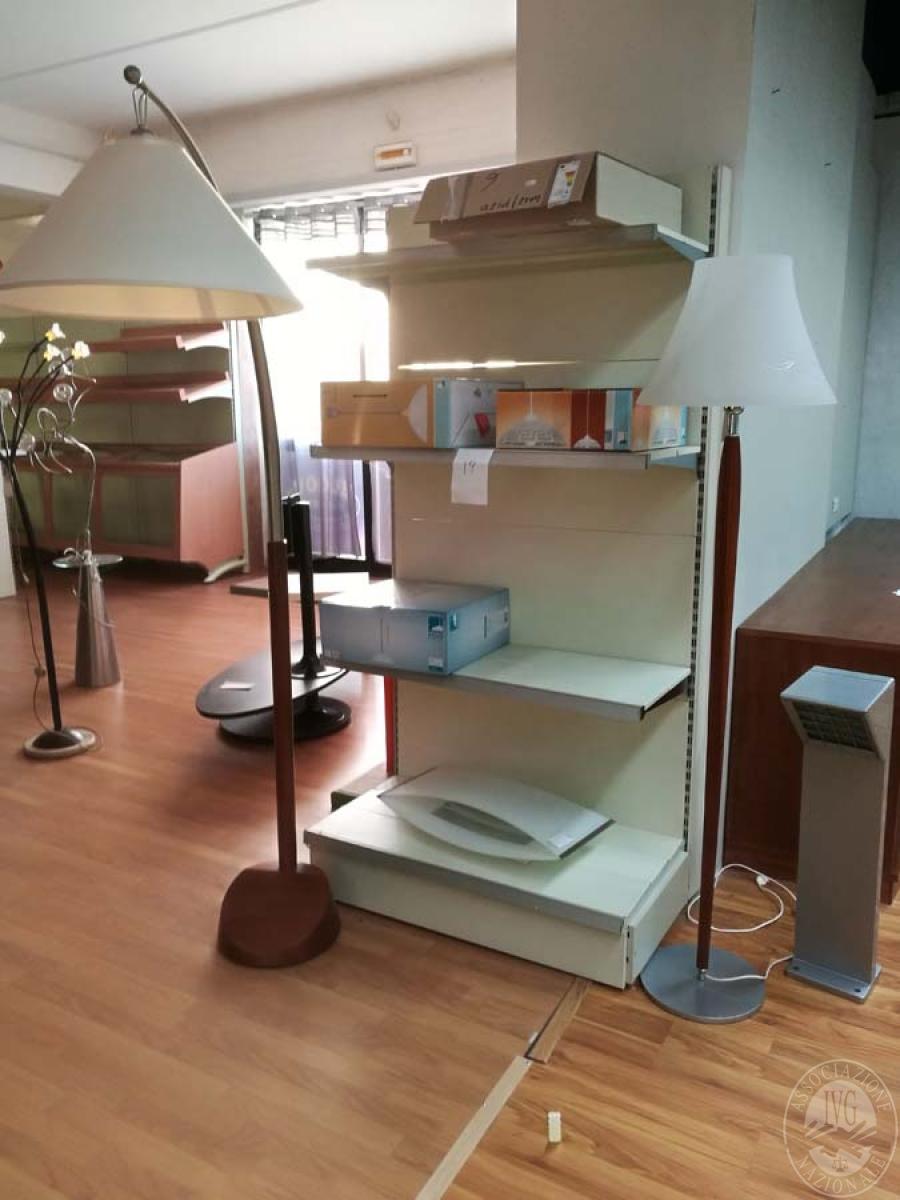 Lampade materiale elettrico arredamento da negozio for Vendita arredamento design online