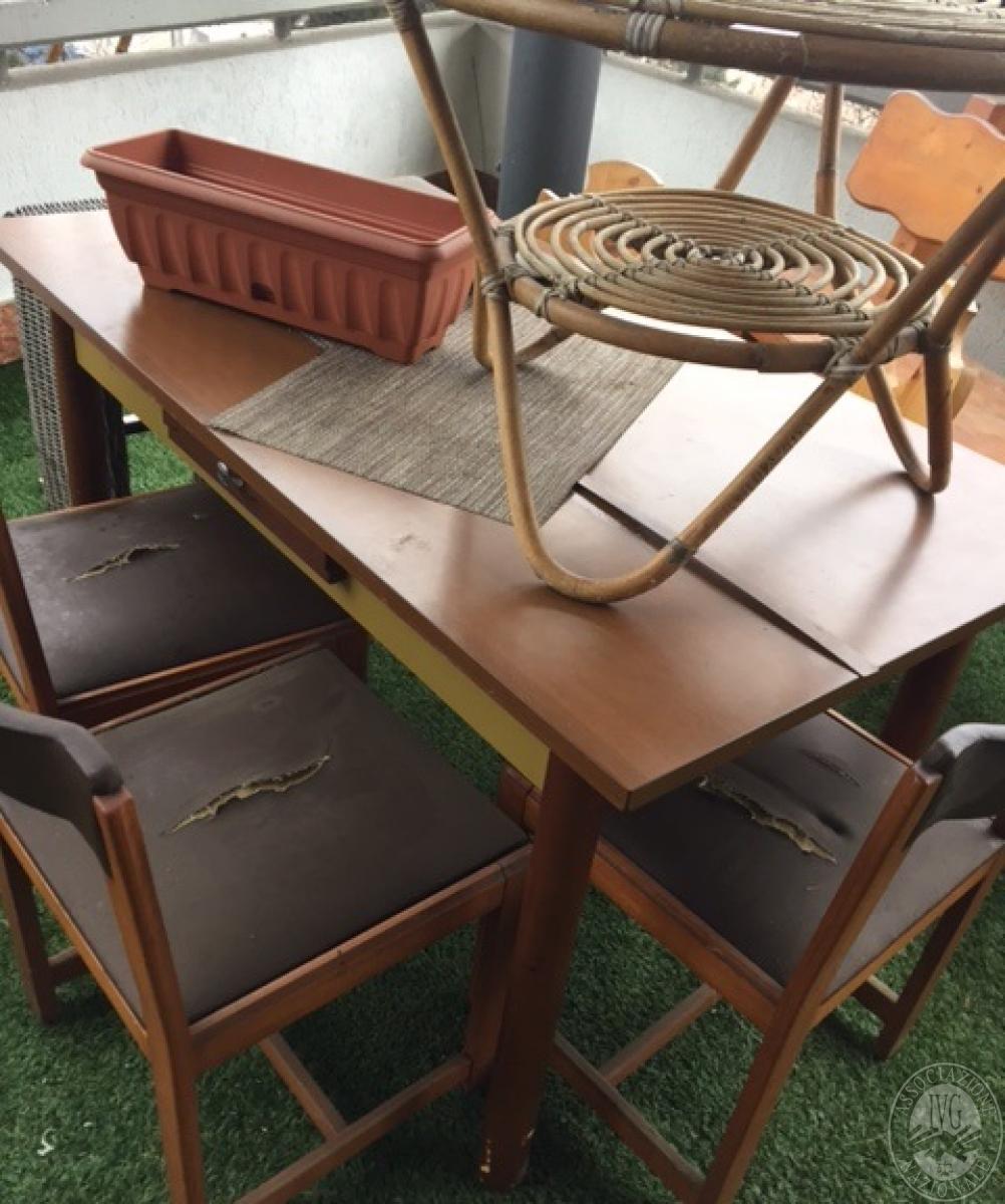 Tavolo da soggiorno in legno chiaro for Tavolo rotondo legno chiaro