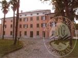 Immagine di Complesso plurifamiliare, denominato 'Villa Sopracasa', risalente al secolo XVIII, ristrutturato con realizzo di unita' immobiliari uso ufficio e uso abitazione civile con relativi box