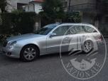 Immagine di IN SELVAZZAND DENTRO (PD) VIA CIMONE N. 4: autovettura Mercedes E220 CDI station di colore grigio argento, targa DE, anno 2006, cambio automatico