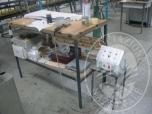 Immagine di Un banco da lavoro con box di stiratura (lotto 17)