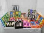 Immagine di Confezioni regalo di cosmetici di varie marche, per uomo e donna