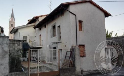 Immagine di Fabbricato a due unita' immobiliari residenziali fronte strada.
