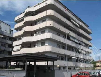 Piena proprieta' appartamento con pertinenze in Parma