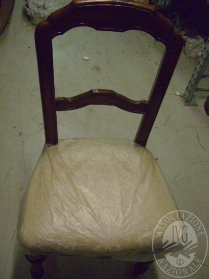 Lotto CIMG0090: sedia in legno con tessuto bianco (restauro)